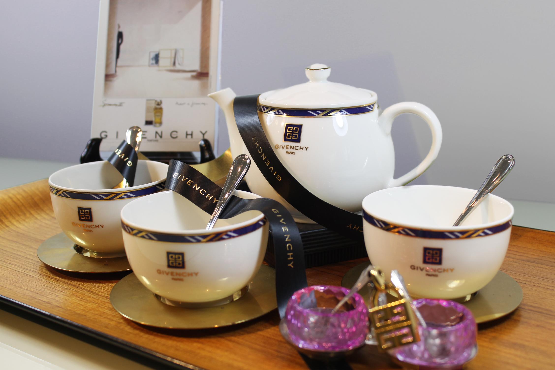 Givenchy et thé ….. mais oui !!!!!